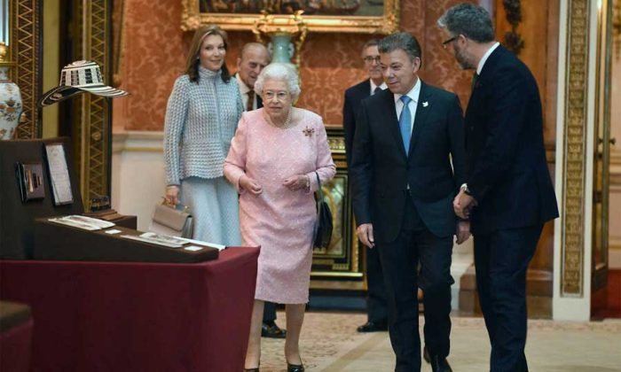 Queen Elizabeth II is hosting President Santos and his wife Maria Clemencia during their state visit to the U.K. (Photo Presidencia de la Republica)