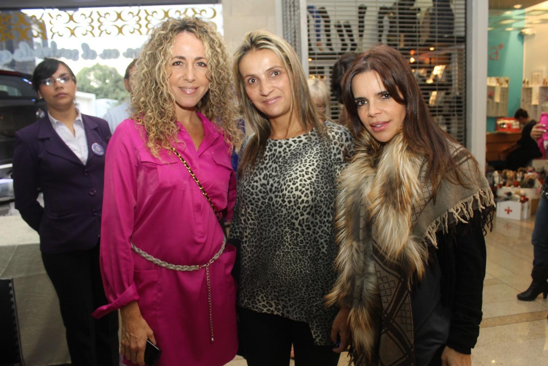 Community- Natalia Lara, Ana Ma Tafur, Ma Paola Lara