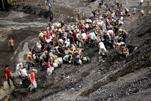 Guaqueros come from all regions of the country in the hopes of finding fortune in the mines.