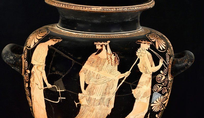 An exhibition of ceramics from ancient Greece comes to the Museo Nacional.