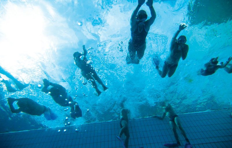 Underwater Rugby hosts its championship in Colombia.