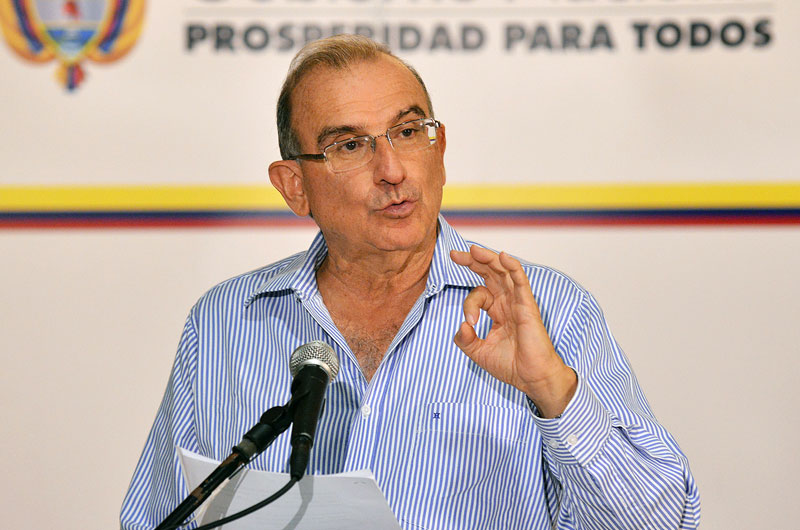Negotiator Humberto de la Calle makes a declaration after reaching an agreement with FARC in Havana.