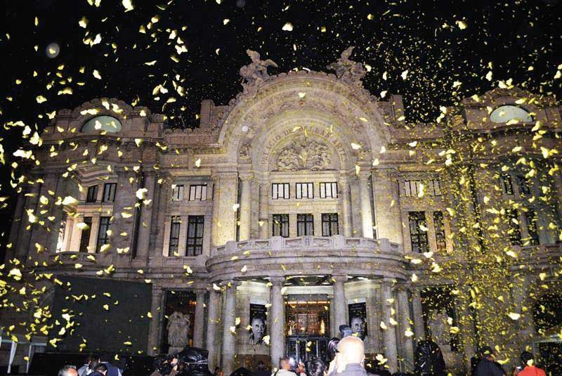 333,000 Butterflies hover near the Palacio Bellas Artes in Mexico City.