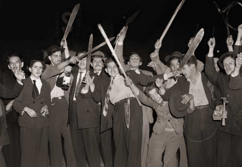 Machete-wielding workers during the Bogotazo by Sandy Gonzalez.