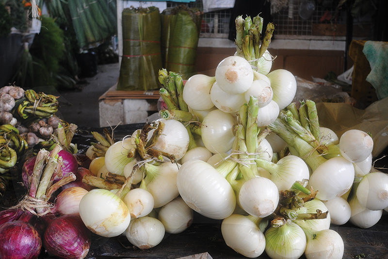 Onions at the Paloquemao market in Bogotá.