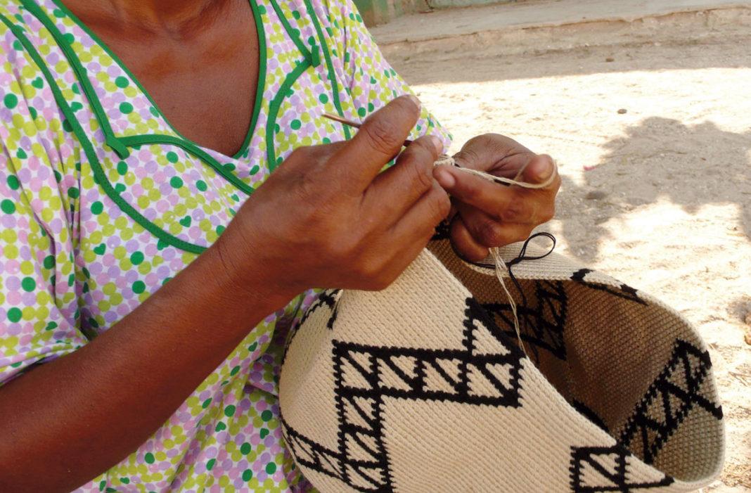Mochila making in Colombia