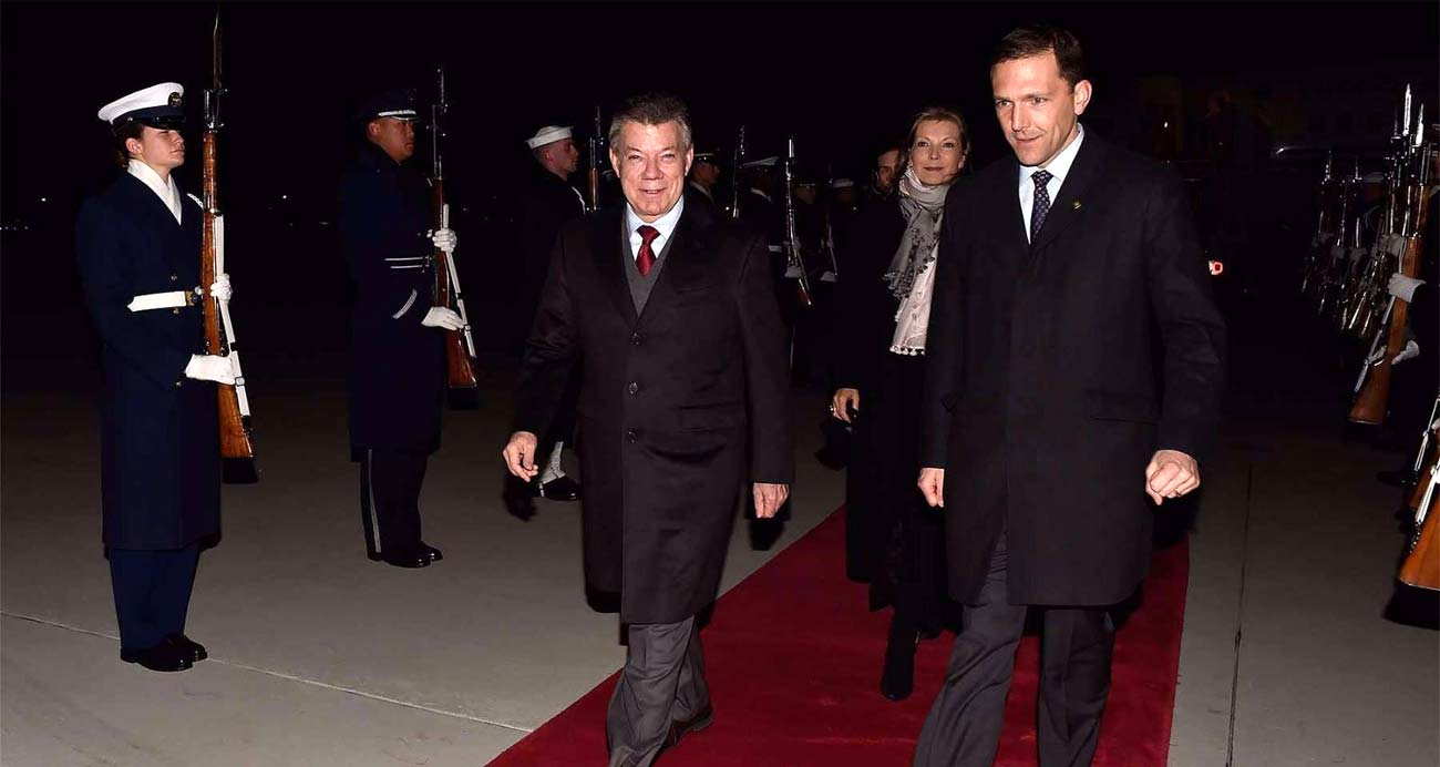 President Santos arrives in Washington