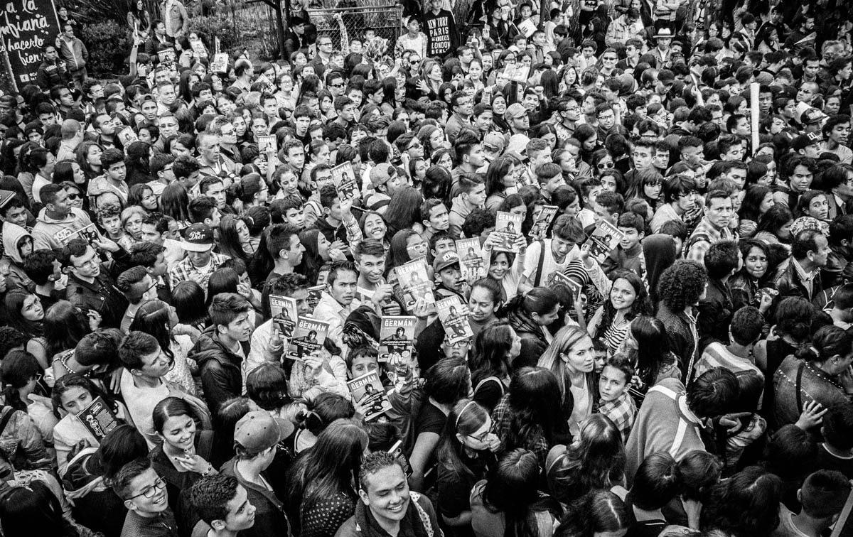 Crowds at FILBo wait to meet YouTube star German Garmendia