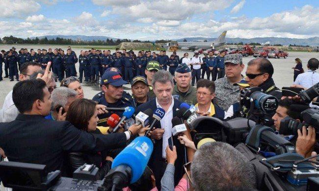 President Santos sends rescue workers to Ecuador