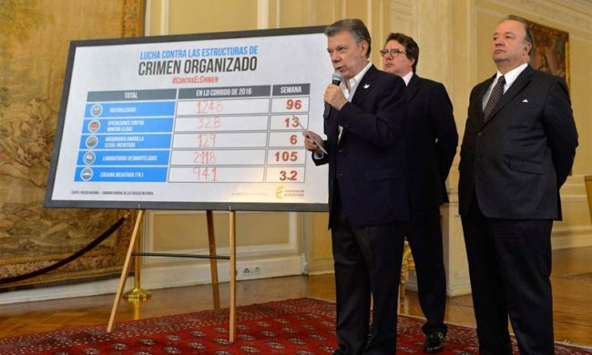 President Juan Manuel Santos explains the public forces' successes against organized criminal groups so far this year. (Photo by Presidencia Colombia)
