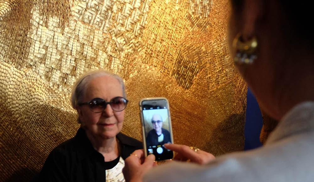 The artist Olga Amaral.