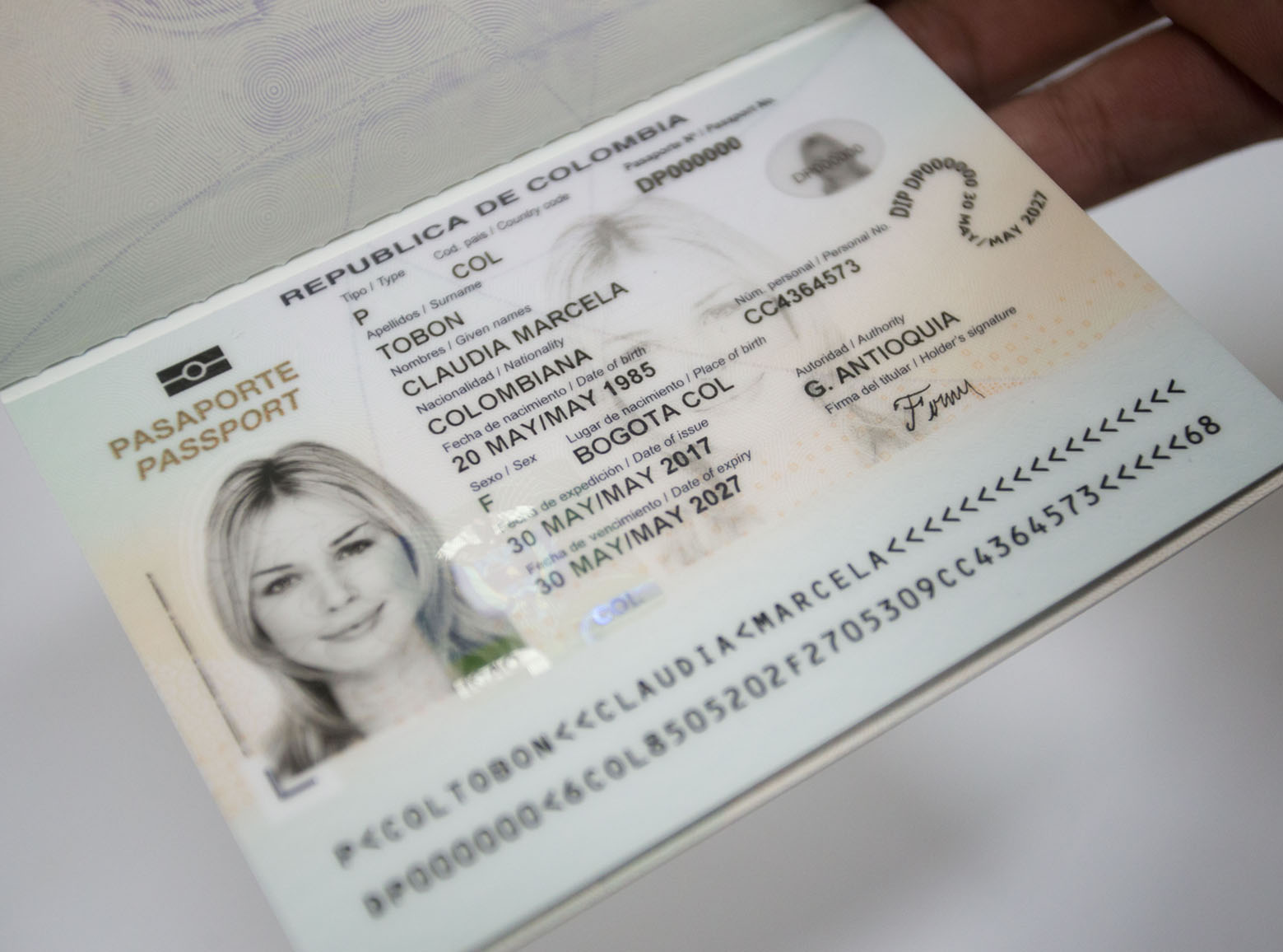 Colombia presents new passport with extra security features and ...