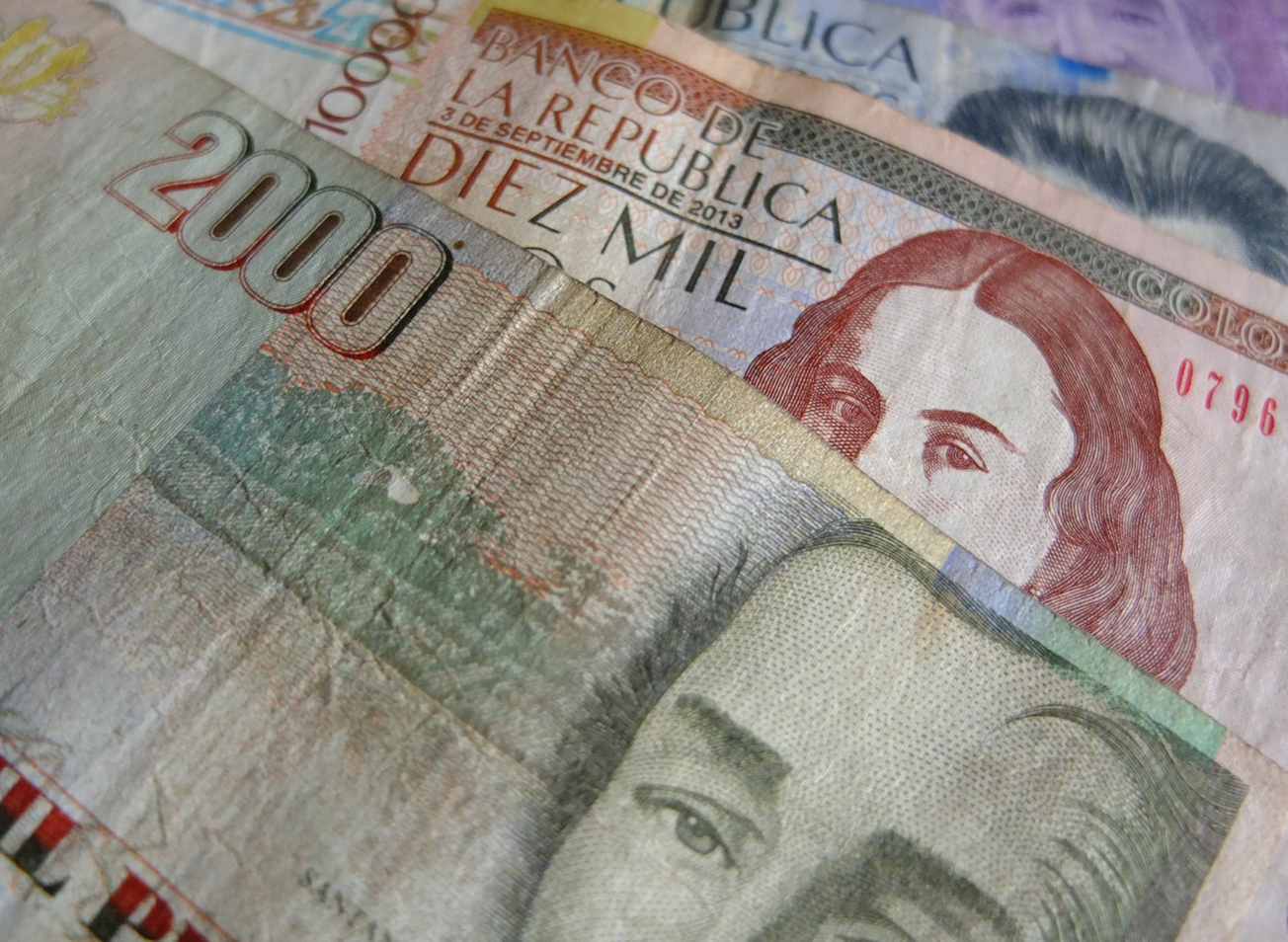 Fears That Turkey S Lira Crisis Will Drag Down The Currencies Of Emerging Markets Compounded By Falling Global Oil Prices Pushed Colombian Peso To